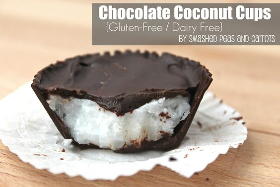 Chocolate Coconut Cups made with coconut oil, coconut flakes & dark chocolate!