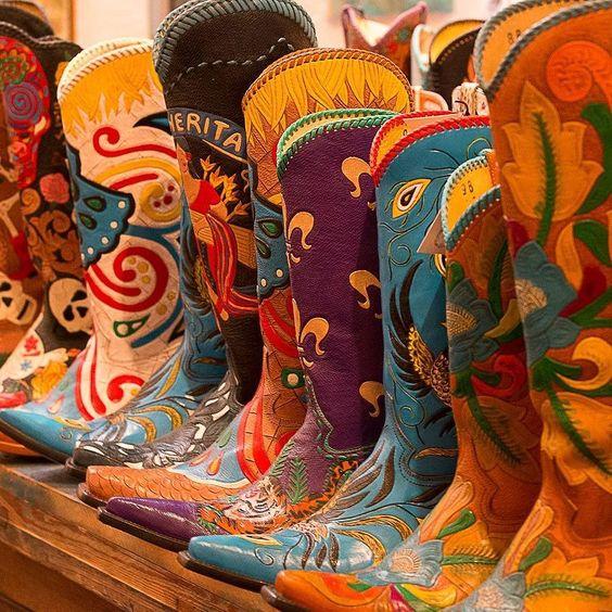 Women boots #cotww #instafashion #instagood #styleinspiration #fashion #shoelover #boots #style #styleguide #styleicon