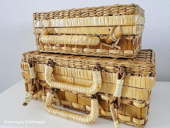 *Bezaubernte nostalgische Koffer aus Omas Zeiten.*    Die Korbkoffer sind in einem Tadelosem Zustand    Wundervolle Korbkoffer um kleinigkeiten huebsc