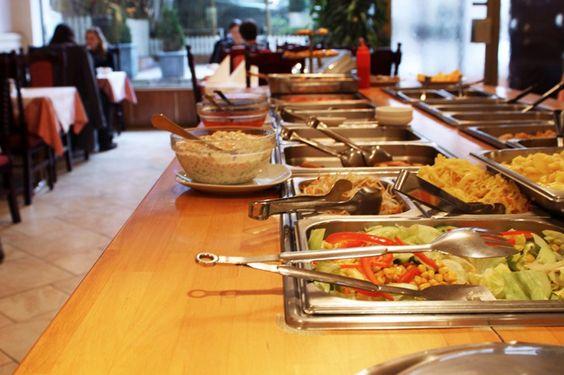 """Das ehemalige Vegetasia in der Kaiserstraße heißt nun schon seit geraumer Zeit """"Xu's Cooking"""" – benannt nach dem Koch, Mr. Xu. Er kocht vegetarisch und vegan. Die Website des Lokals gibt eine kleine Einführung in die Vorzüge des veganen Lebens, basierend auf Aspekten wie Gesundheit, Tierliebe, Naturschutz und Ethik. Das deklarierte Ziel ist eine friedlichere …"""