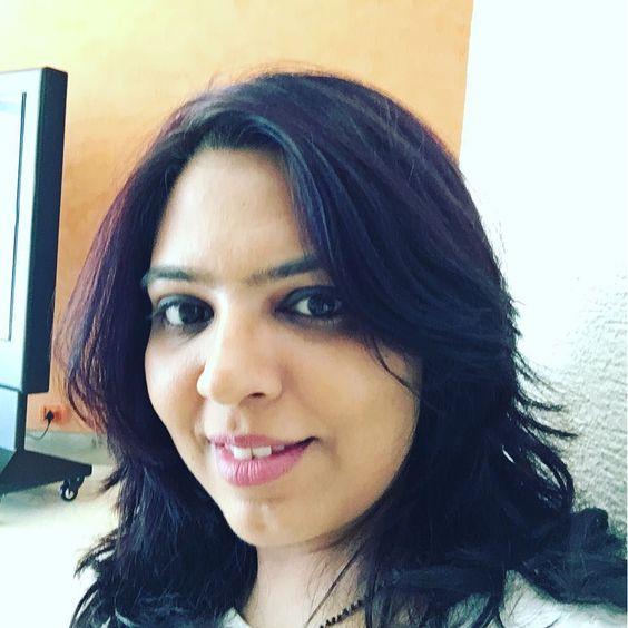 #selfie time!! Wearing @maccosmetics #mehr lipstick. #pink #pinklips #pinklipstick #indian #blogger