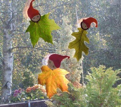 Herbstlaub wichtel aus papier und naturmaterialien - Fensterdeko herbst kindergarten ...