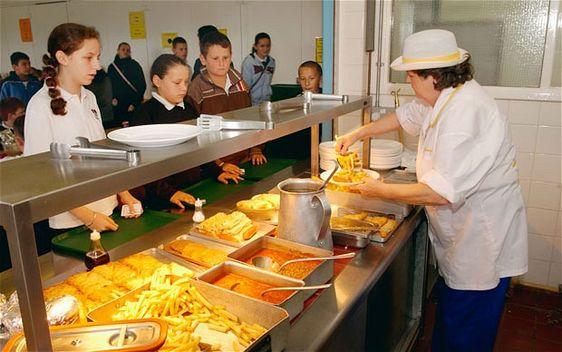 school-lunch_2095480b