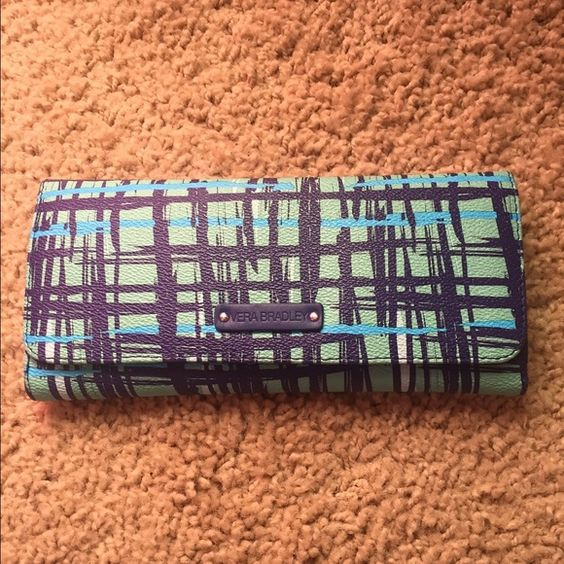 Vera Bradley Wallet Used but in GREAT Condition! Smoke and Pet Free, used for only a small amount of time. Best wallet! Vera Bradley Bags Wallets