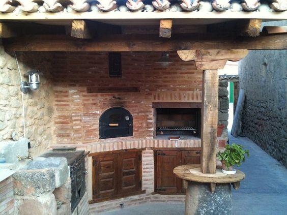 Horno cocina barbacoa de obra en patio trasero 3 for Barbacoa patio interior