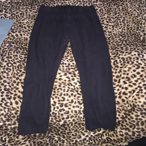 Black cropped leggings Black cropped leggings size small excellent condition very comfortable lululemon athletica Pants Leggings