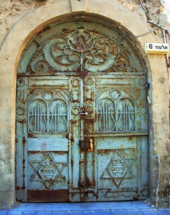 Green rusty door in Neveh Tzedek, Tel Aviv