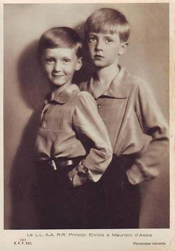 Prince Heinrich (right) and Prince Moritz of Hesse-Kassel, the 2 eldest sons of Prince Phillip and Princess Mafalda.  I think Prince Moritz favors his mother in this photo while Heinrich favors his father even though he looks more Latin than Teutonic.