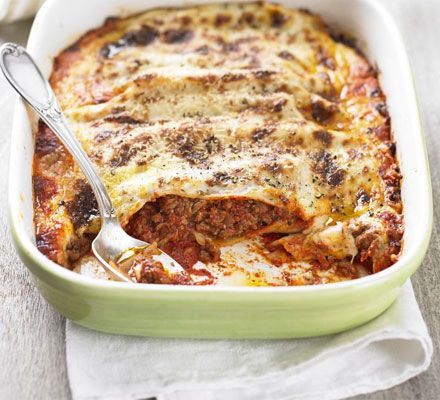 Beef Cannelloni with cheese sauce; Replaced passata with canned tomatoes and soft cheese with cheddar