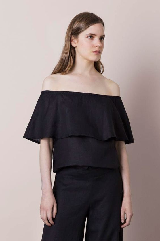 Port is a beautiful feminine top with removable shoulder straps and a pretty wide flounce. - Stylein