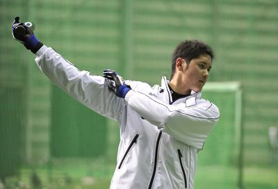 """プロ野球日本ハムファイターズのルーキー大谷翔平選手がプロでは前代未聞の投手と野手の""""二刀流""""に挑戦している。「二刀流は彼の才能を潰す」と批判的な声も聞かれるが、投打どちらでもハイレベルな将来性を感じさせるところにその素質の高さが窺える。"""