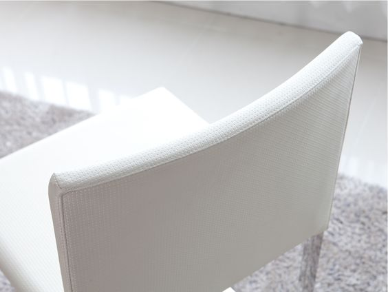 Crear modern tabel and chair.