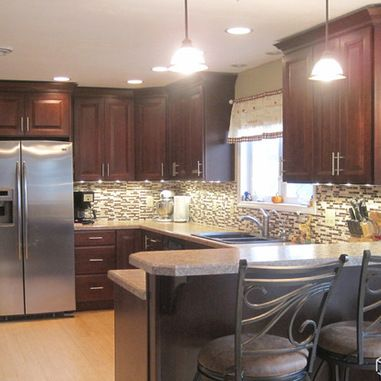 Traditional kitchen peninsulas ranch kitchen and kitchen for Kitchen ideas ranch style house