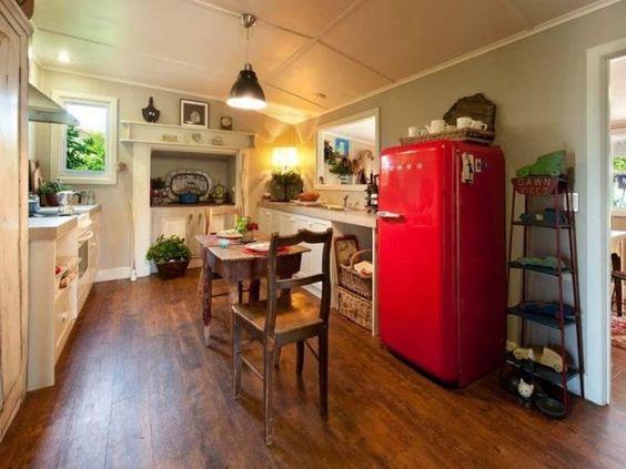 北欧風インテリア赤い冷蔵庫