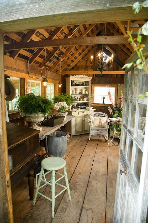 Garden shed.: