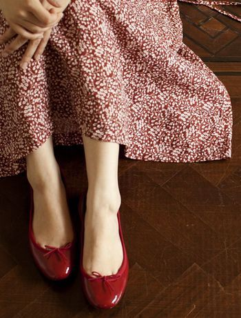 フランスサイズのため少し小さめにつくられているようです。 足元が綺麗に見えますが、中には少しだけ大きめサイズを購入して、フェルトの中敷きを敷いている方もいるそう。 皆さん工夫して履いているんですね。