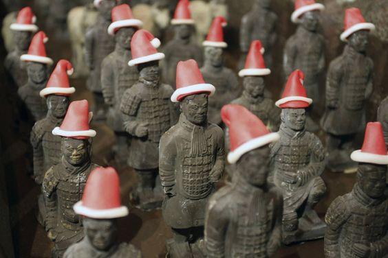 Los guerreros de terracota de Xian... en versión chocolate y navideños, en un hotel de la provincia de Xian, China (China Daily, 2014)