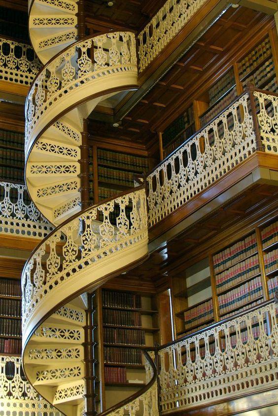 Art Déco - Le Capitole de l'État de l'Iowa - Intérieurs - La Bibliothèque et son Magnifique Escalier en Spirale