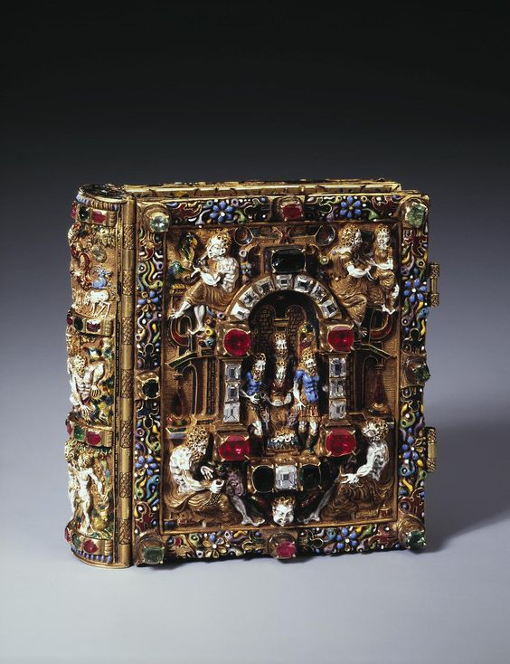 Prayer-Book with Scenes of the Nativity of Christ and the Resurrection  Last quarter of the 16th century Copenhagen  gold, cut diamonds, rubies, emeralds, paper and gouache Technique: chased, enamelled and painted Dimension: 6,1x6,1x2,2 cm