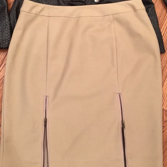Zip me up or down! NWOT tan fitted skirt with 2 working zippers at the hem. Worthington size 8 petite. Worthington Skirts Mini