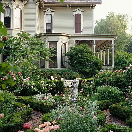 Formal Front Garden: Get Landscaping Ideas From Your House