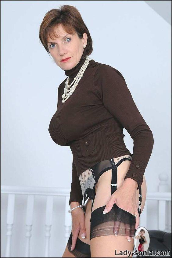 Sexy Lady Sonia