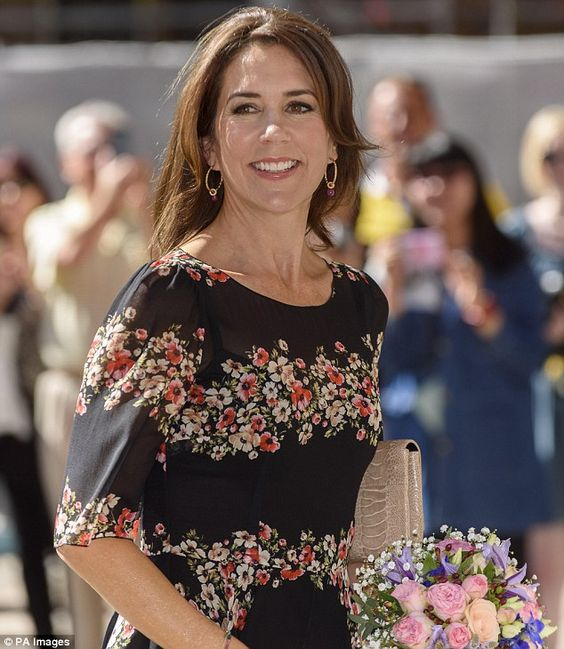 Sumery: On Thursday, Crown Princess Mary opened the exhibition of Swiss…