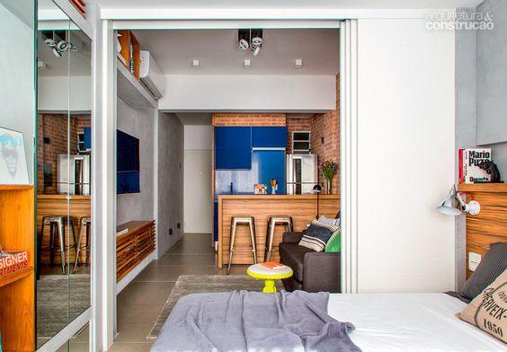 Lugar incomum do banheiro criou uma sala mais iluminada no apê de 27 m² - Casa