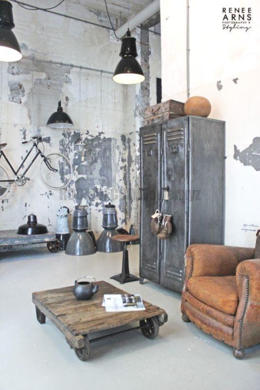 Rostige Schliessfacher Als Garderobe Office Decoration