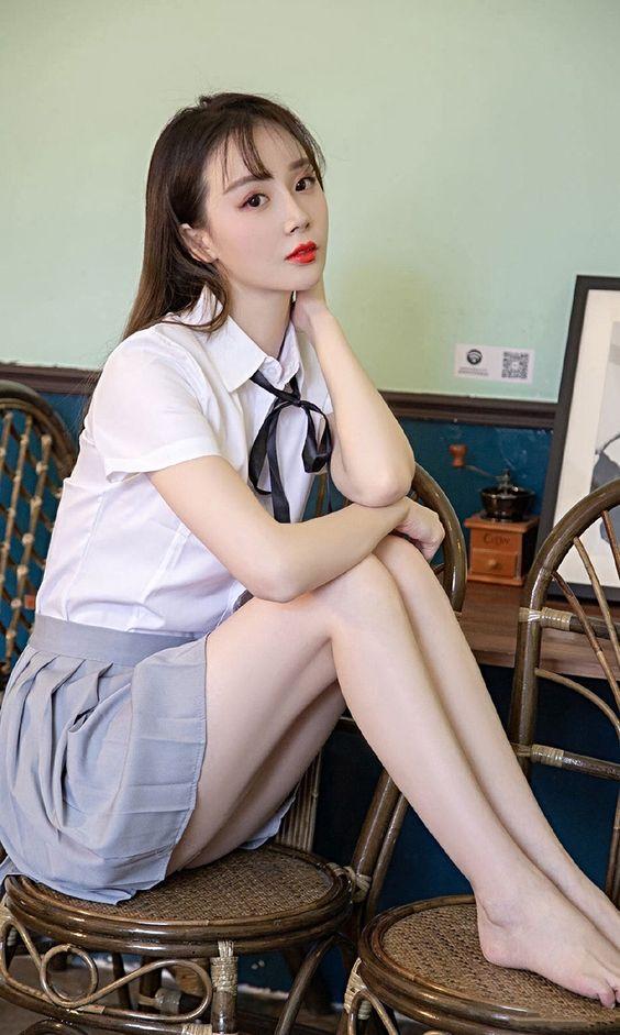 #長腿美少女 Long Legs #制服美少女 》#Cute #Girl #Pretty #Girls #漂亮 #可愛 #青春活力