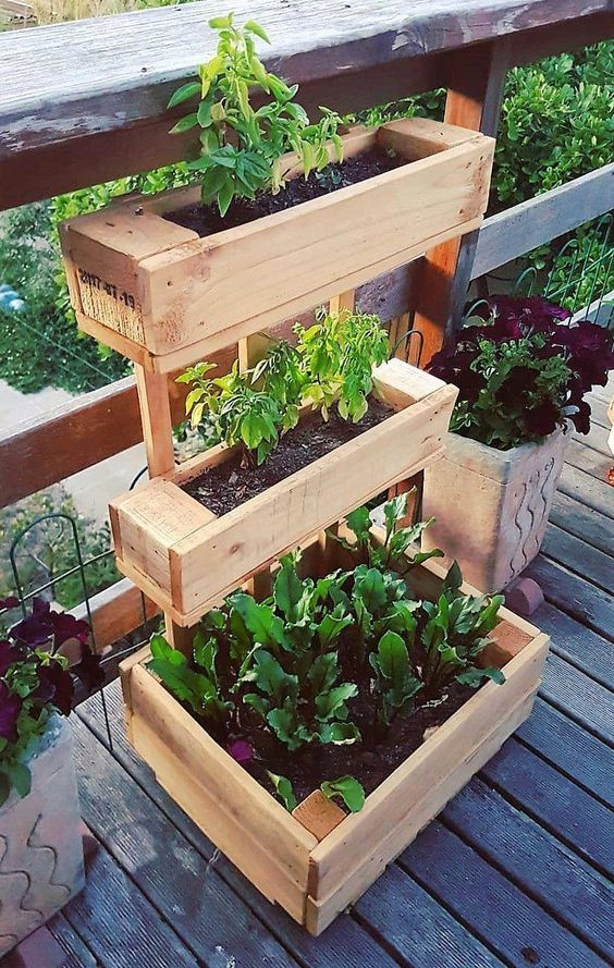 Decoration With Diy Wooden Pots And Flower Boxes That Giving The Garden A Special Charm Diy Planters Outdoor Wood Pallet Planters Wood Planters