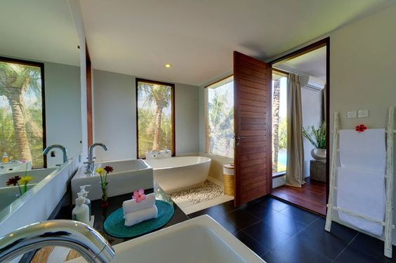 Contemporary and Ultra Chic Malimbu Cliff Villa