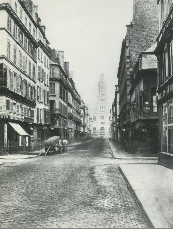 La rue de la Chaussée-d'Antin vers 1865, vue vers l'église de la Trinité en construction. La maison basse, à droite sur le coin avec la rue de Provence, est toujours là... Une photo de Charles Marville  (Paris 9ème)