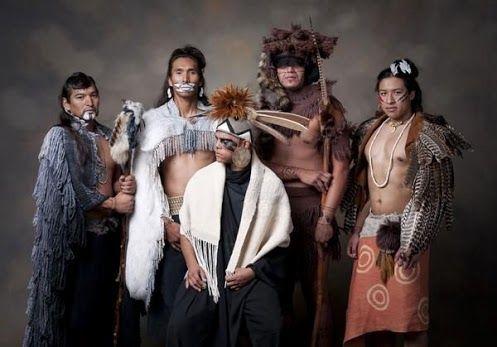 Los indios Chickasaw son un grupo tribal que consiste en cazadores y guerreros. Hace años, esta tribu habitaba un pequeño pueblo cerca del río Tombigbee en Mississippi.