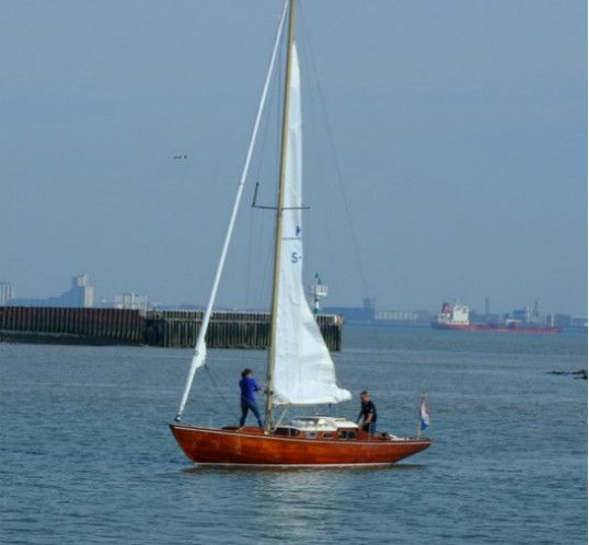 Past Projects Wooden Sail Classics Scandinavian Boats For True Sailing Enthusiasts In 2020 Boat Sailing Past