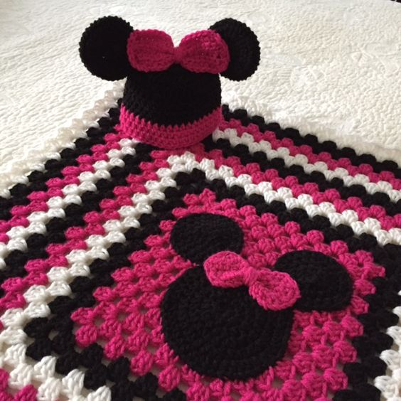 Mickey Mouse Crochet Baby Blanket Pattern : Minnie Mouse Hat and Blanket Sewing Pinterest Minnie ...
