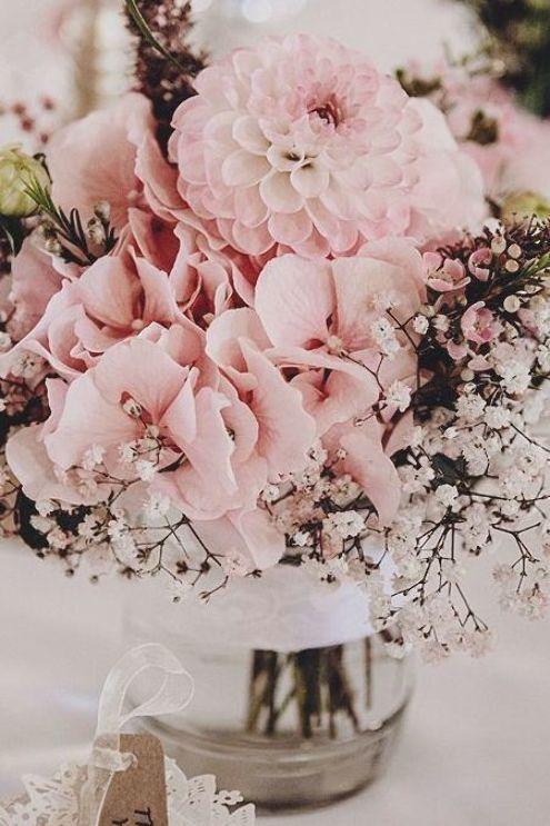 Hochzeit Tischdeko Blumen Glas Rosa Bluten Und Schleierkraut Hochzeit Deko Vin Ho In 2020 Schleierkraut Hochzeit Tischdekoration Hochzeit Blumen Tischdeko Blumen