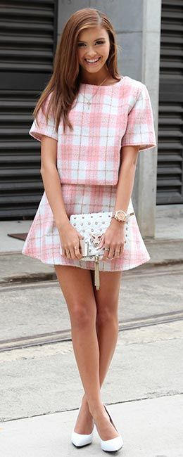 White and pink plaid matching t-shirt and flared mini skirt + white heels and clutch