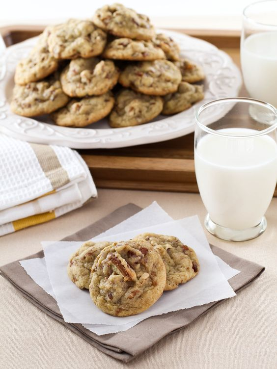 Date Cookies – Butter cookies with gooey dates and toasted pecans ...