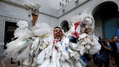 Went to City Hall to see the ban on plastic bags at L.A. markets approved - latimes.com