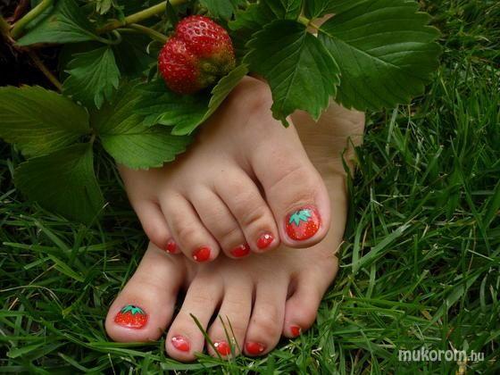 Strawberry pedicure by segesvri anett mukorom pretty pedicure strawberry pedicure by segesvri anett mukorom pretty pedicure designs pinterest pedicures strawberries and pretty pedicures prinsesfo Gallery