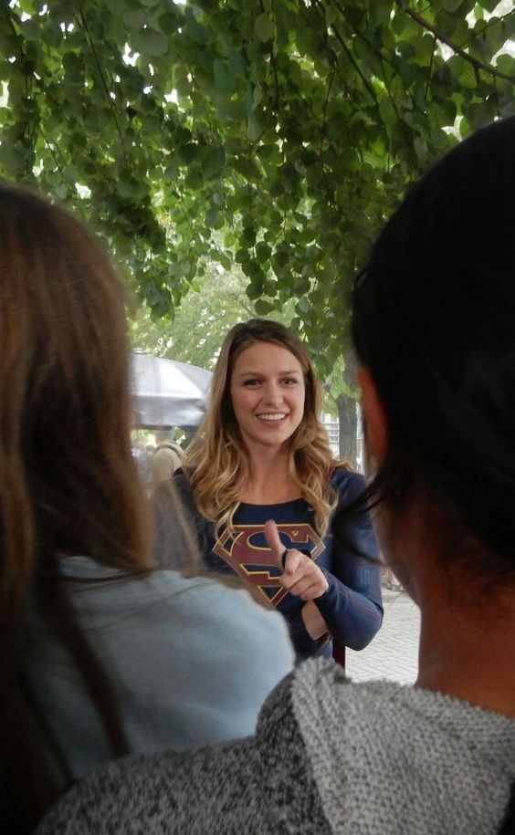 """Gretchen Nguyen on Twitter: """"She came over to talk to the little fans! #Supergirl @yvrshoots https://t.co/Y0QAcXtlTR"""""""