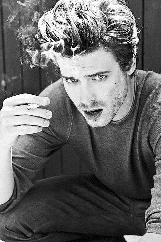 This hurts, So hot that i can't resist the vision François Arnaud