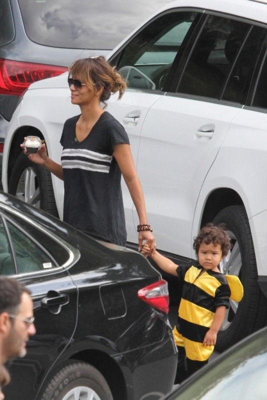 Halle Berry and Olivier Martinez take little Maceo to a Halloween Party