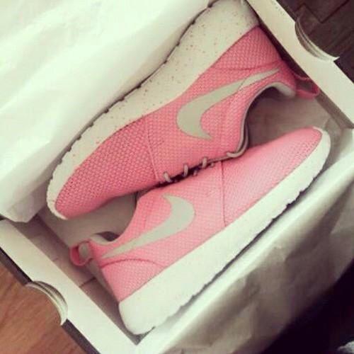 Baby pink Roshe run