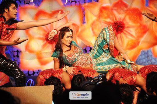Bollywood Dance: Sexy Malaika Arora Khan | NDTV Greenathon event at Yash Raj Studio in Mumbai