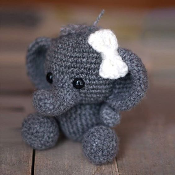 Create your own adorable tiny elephant in just a few hours! Elephant pattern by Theresas Crochet Shop: http://ift.tt/2c3KTTZ