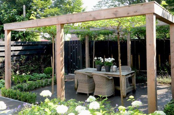 Pergola open bovenkant maar leuk voor klimplanten langs de palen in de zomer evt doek erover - Eigentijds pergola design ...