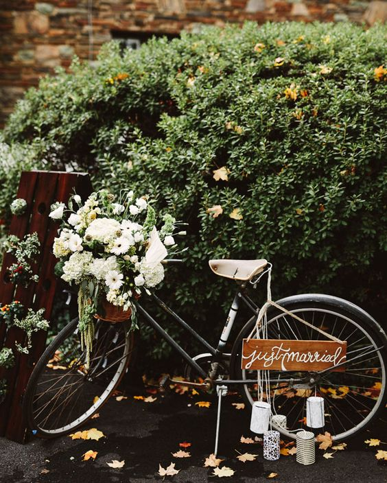Wedding vignettes. A vintage bike filled with flowers and wedding programs.