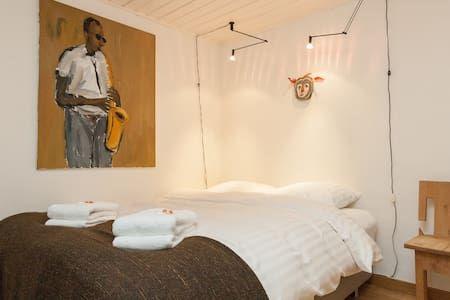 Regardez ce logement incroyable sur Airbnb : Amstel Garden Room, free wifi - Appartements à louer à Amsterdam
